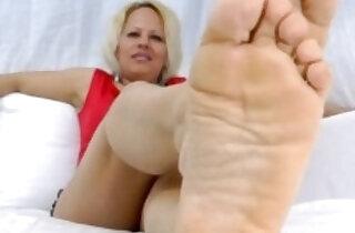 Milf foot tease - 5:58