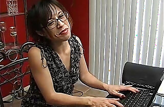 Naughty MILF loves to talk dirty - 10:23
