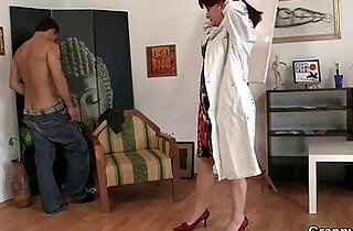 Cock hungry mature paintress takes hard - 6:56