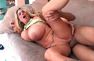 MILF with natural boobs gets wet cunt - 25:09