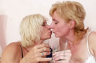 Blond milfs kissing licking and dildo fucking - 5:39