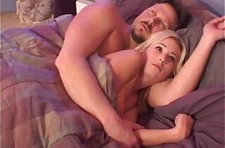 Hillary Scott too scared to sleep - 12:51