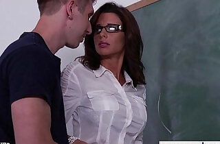 Stockinged sex teacher veronica avluv fuck in class - 8:25