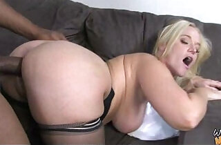 Sexy mom gets a creamy facial after getting pounded by a black dude - 5:30