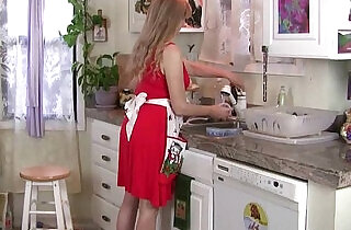 Mom gets overwhelmed by her throbbing pussy in the kitchen - 12:19