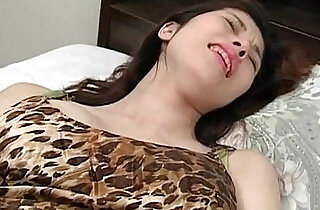 Cute babe using vibrator for the first time and loving it - 5:47