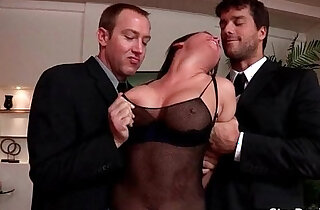 Dude makes brunette deep in her throat him then fucks hard - 7:59